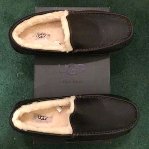 New without tags men's size 11 Ugg Loafers